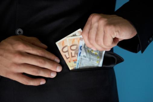 Ich brauche heute noch dringend 2000 Euro